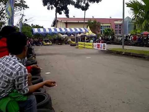 Moment crash drag race Batam