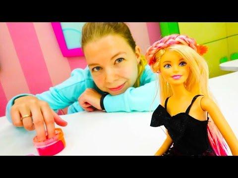 Вечеринка у БАРБИ. Красивые прически для девочек и пальчиковые краски ! Прически видео для ДЕВОЧЕК!