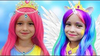 София наряжается в Принцессу и волшебные серии про Игрушки и Куклы