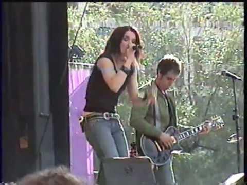 Andrée Watters chante Cent Ans aux francofolies de Montréal le 07 août 2004