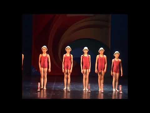 Russian little girl dance俄罗斯小女孩舞蹈Русская танцовщица