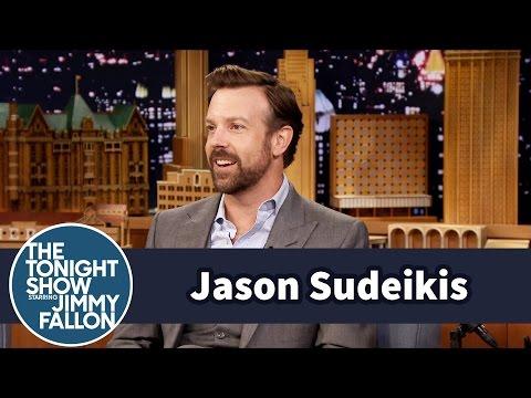 Jason Sudeikis' Toddler Son Loves to Slam Dunk