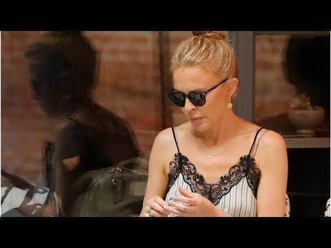 Kylie Minogue left 'shaken' after stalker terror Mp3