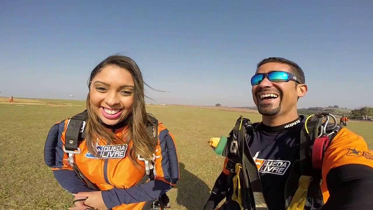 Salto de Paraquedas da Yane na Queda Livre Paraquedismo 30 07 2016