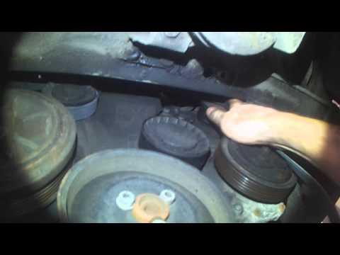 VW T4: 2.5L Serpentine belt replacement (better lighting)