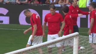 Almost 10 minutes of Louis warming up at Soccer Aid (including Pillowtalk)