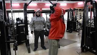 тренировка рук в спорт клубе CMON