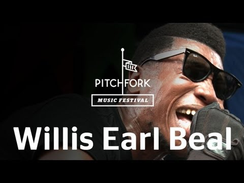 "Willis Earl Beal performs ""Wavering Lines"" at Pitchfork Music Festival 2012"
