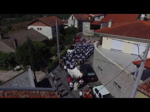 Procissão em honra de Santo António, padroeiro da aldeia de Fiais da Telha