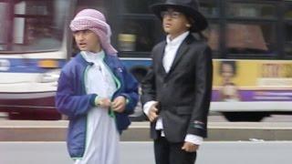 MUSLIM KID & JEWISH KID HANGING TOGETHER  SOCIAL EXPERIMENT