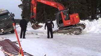 Ähtäri 2.3.2013 Uponneen Kuorma-auton hinaus - Truck Falls through Ice - Ice Road Truckers