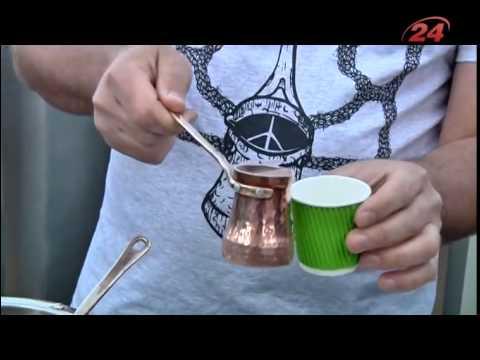 На Ратуші демонстрували як приготувати каву по-львівськи