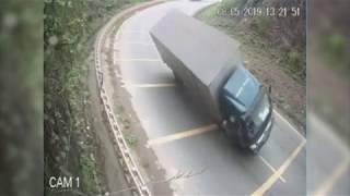 Clip Tai Nạn Giao Thông Do Camera Hành Trình Ghi Lại Trên Các Tuyến Đường .