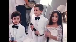 Дети спели на свадьбу сестры
