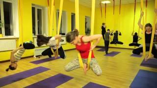 Популярное направление Fly yoga или йога в гамаках