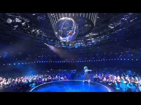 Lindsey Stirling - Crystallize - Violin Dubstep - live with Helene Fischer & acrobatics Show Germany