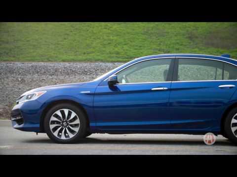 2017 Honda Accord Hybrid | 5 Reasons to Buy | Autotrader