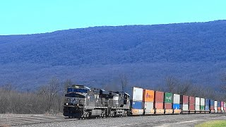 Norfolk Southern Train in Scenic Mexico, Pennsylvania