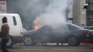 У центрі Житомира загорівся автомобіль