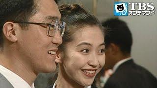 デパートで働く加奈子(賀来千香子)は、ネクタイを買いに来る客・麻利夫(佐...
