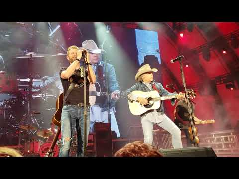 DIERKS BENTLEY AND DWIGHT YOAKAM PERFORMING--A THOUSAND MILES FROM NOWHERE--LIVE AT HOLLYWOOD BOWL