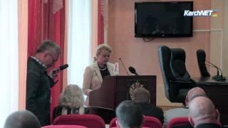 Керченский бизнесмен исполняет обязанности главы города (ВИДЕО)(В рамках первой сессии в исполкоме избрали руководителя администрации, председателя госсовета, заместител..., 2014-09-30T06:02:22.000Z)
