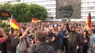 הפגנה מפגינים מהומות גרמניה קמניץ מהגרים נגד פעילי ימיןקיצוני  רצח אזרח גרמני אלימות