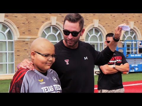 Myles meets Kliff Kingsbury & Tech Football Team VIDEO