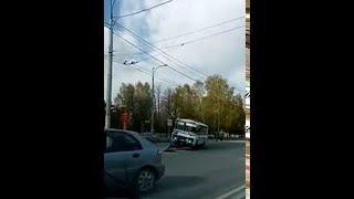 City Bus Takes Down Traffic Pole || ViralHog