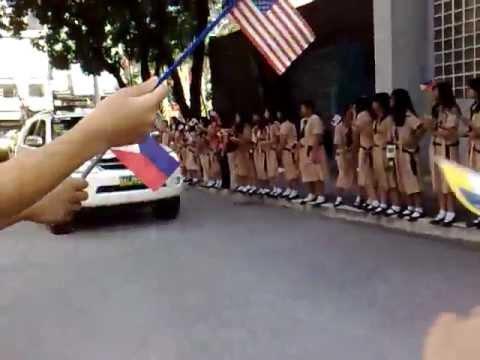 Download Anti-U.S. mob attacks Hillary Clinton's convoy