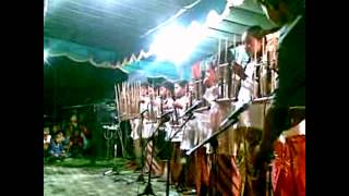 Angklung Traditional Music of Indonesia, Main alat musik tradisional angklung