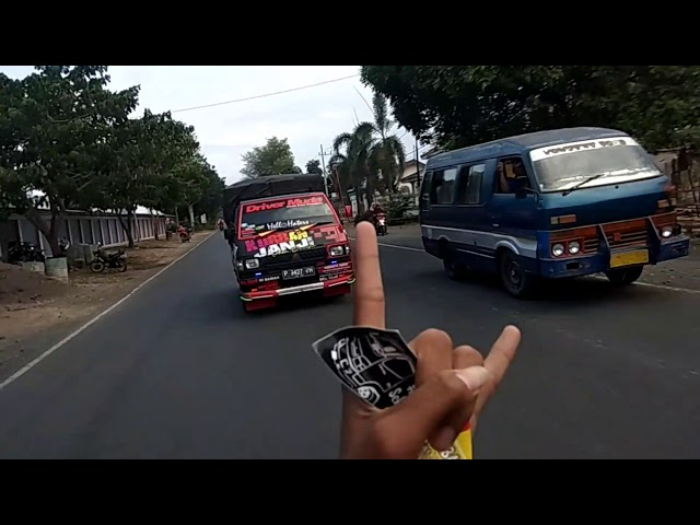 Pick up L300 BANYUWANGI OLENG TIPIS DI JALUR PANTURA SITUBONDO #CCTVSITUBONDOOYE #CCTVBALURAN_MONYOS
