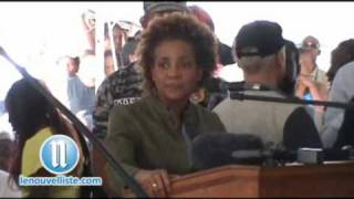 Repeat youtube video Haiti earthquake: Visite de Michaelle Jean 1
