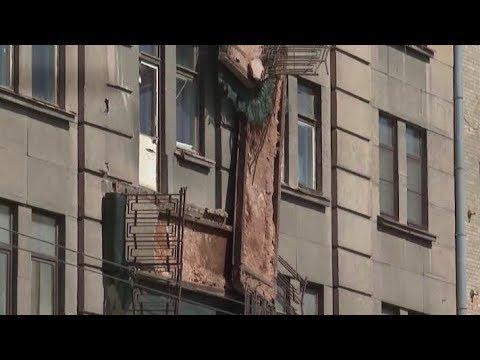 В Петербурге на Кирочной улице обрушились балконы
