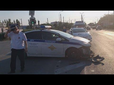 Преследовали нарушителя и попали в ДТП. Подробности аварии на трассе в Феодосии.