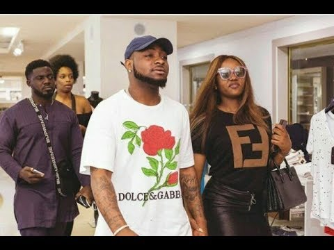 So Romantic! Davido Storm Fela Shrine With His G/F Chioma As He Sings For Her At Felabration 2018