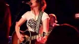 Kathleen Edwards - I Make the Dough, You Get the Glory