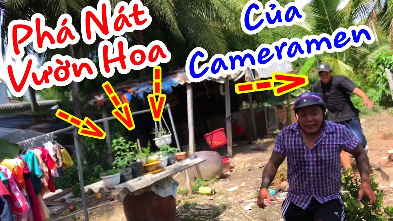 TXTV - Cameramen Khóc Thét Khi Phát Hiện Thánh Xàm Phá Nát Vườn Hoa Của Mình