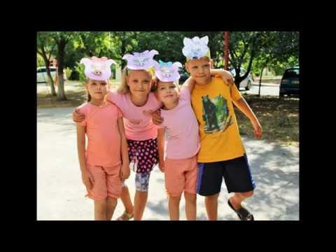 😻😻ТРИ ПОРОСЕНКА. The Three Little Pigs. Поля и Даша играют в детском спектакле