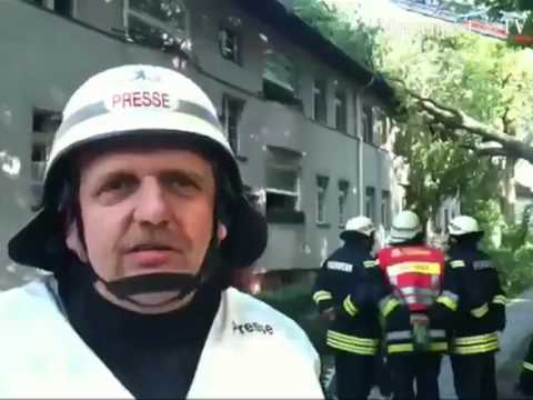 Buche zerstört Mehrfamilienhaus in Berlin-Wittenau