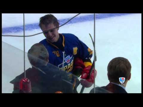 Андрей Николишин вручает сыну приз лучшего игрока Матча Проспектов