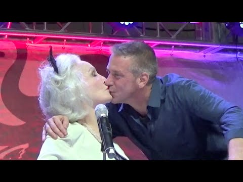 "Julie Newmar ""Catwoman"" kisses random dude on the mouth!!!"