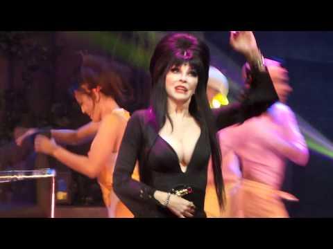 "Elvira  5 ""She's a Maniac"" Flashdance parody   @ Knott's Scary Farm 93017"