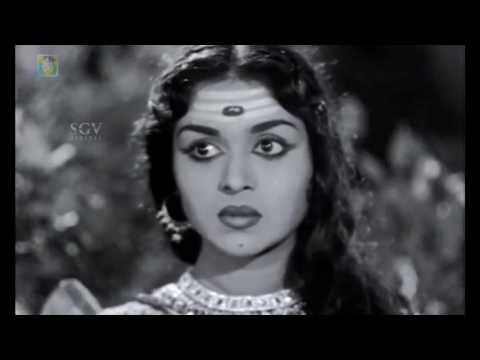 Kitturu Chennamma Kannada Movie | Rajanna gifts Chennamma a sword | Kannada Scenes | M V Rajamma