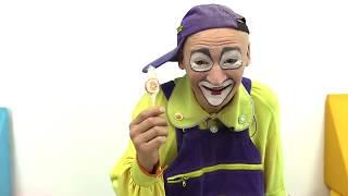 😂Vídeos graciosos para niños😂¡PAYASO Andrés está enfermo! Funny Clowns in Spanish