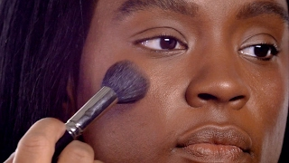 M·A·C HOW-TO: FLAWLESS FOUNDATION AND RADIANT HIGHLIGHT FOR DARK SKIN