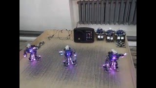 Трое подвижных роботов танцуют(Танец роботов., 2016-02-23T12:46:51.000Z)