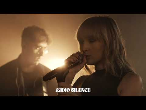 Смотреть клип Gretta Ray - Radio Silence