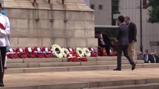 羅冠聰在和平紀念日儀式獻花