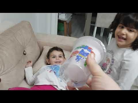Irmak Çok Abur Cubur Yiyen Kardeşini Tedavi Ediyor